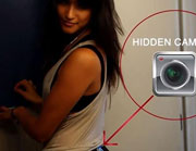 美女在臀部上安装针孔摄像机 记录下各色偷窥者