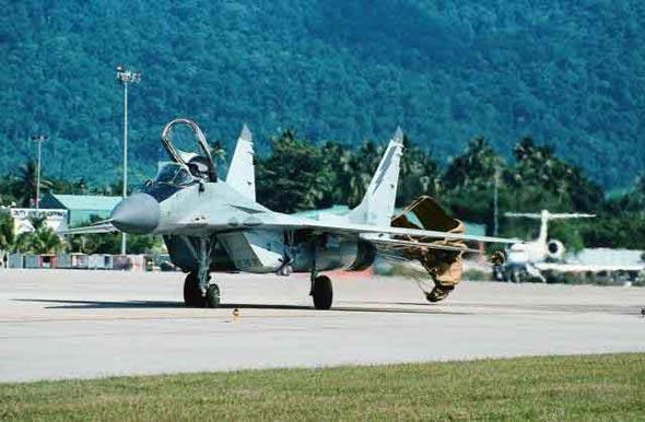 俄媒 一架米格 29战机在莫斯科郊区坠毁