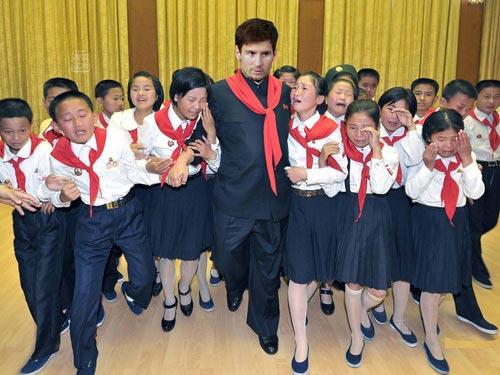 国足看醉了 朝鲜足协高管盛邀梅西访问