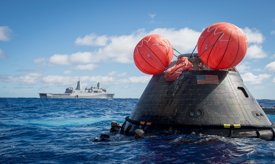 猎户座飞船测试成功 美军出动先进两栖舰回收