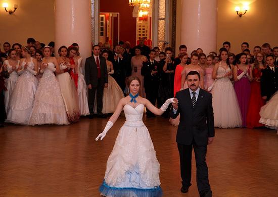 俄军舞会上的姑娘们-转帖 - lliiang1017 - 燕山红场的博客