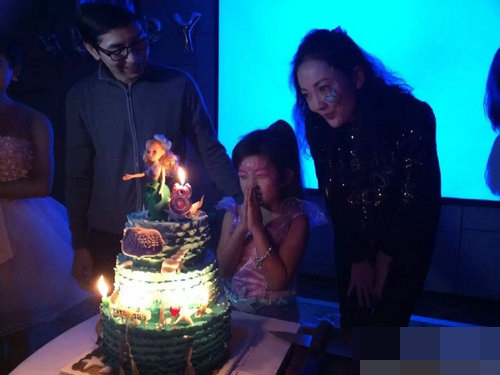 """[明星爆料]""""军艺校花""""牛莉为8岁女儿庆生 富豪老公罕见出镜"""