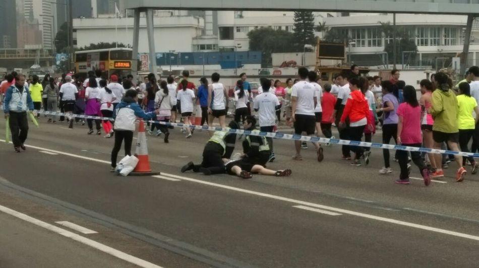 日,一年一度的香港马拉松举行,报名参赛人数达7.3万人,有约