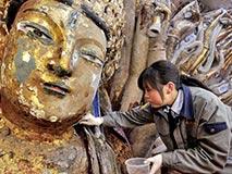 一块整石雕刻成830只手巨型观音