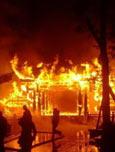 火宅:兄弟两家频起火 沾水也会自燃
