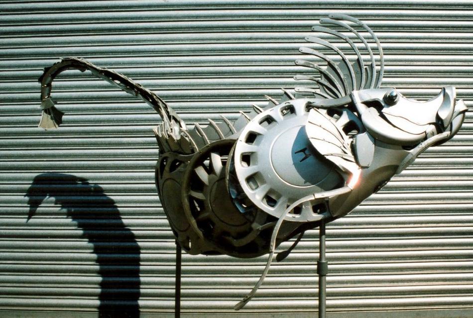 艺术家用废旧车轮改造的钢铁动物 - 4g视界