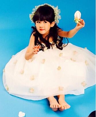 陆毅女儿艺术照变小公主 可爱美丽像妈妈(图)