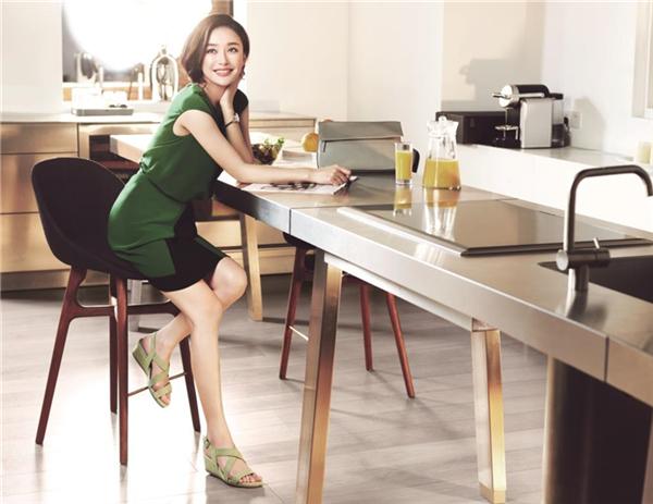 CO形象代言人秦岚极致演绎2015春夏广告形象图片