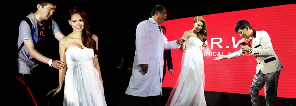 昆凌孕后首公开亮相 穿抹胸白裙孕味十足