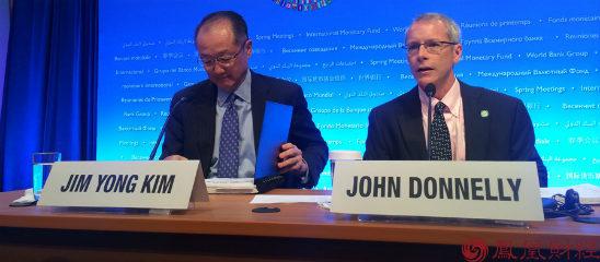 凤凰财经记者现场向世界银行行长金墉提问
