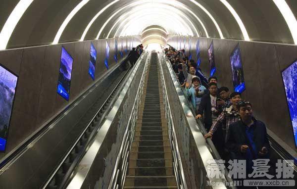 急速赛车天门山开通全球首条山体隧道电梯 提升高度340米