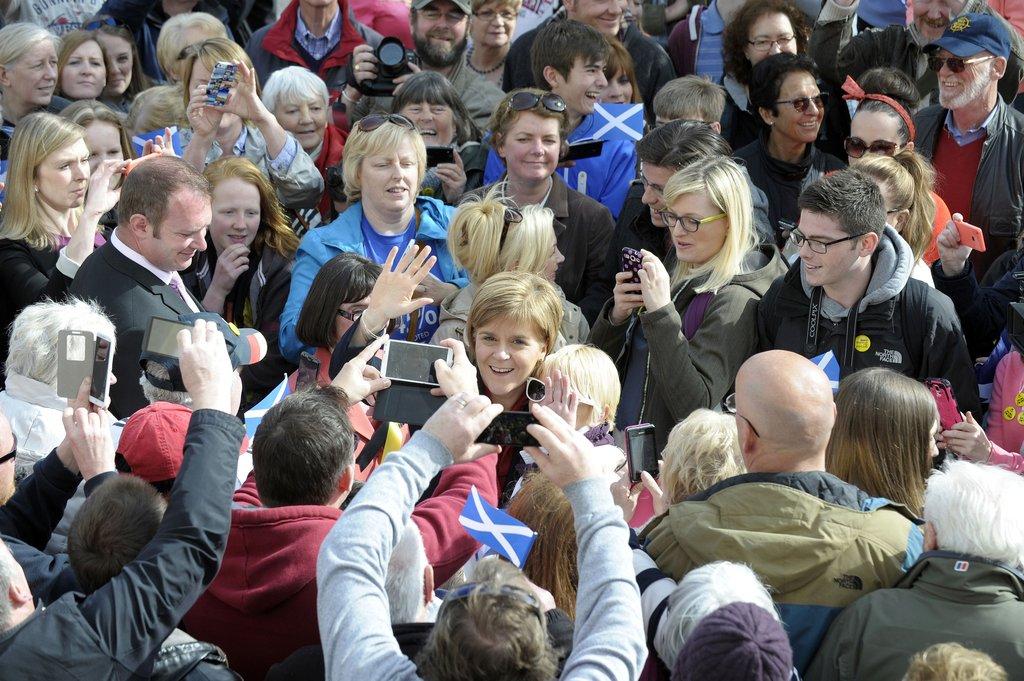 当地时间2015年5月4日,苏格兰国民党领袖Nicola Sturgeon进行竞选游说活动。