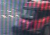 监控:北京小轿车遭闯红灯卡车撞成碎片