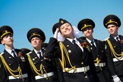 参与阅兵式彩排的俄罗斯女兵