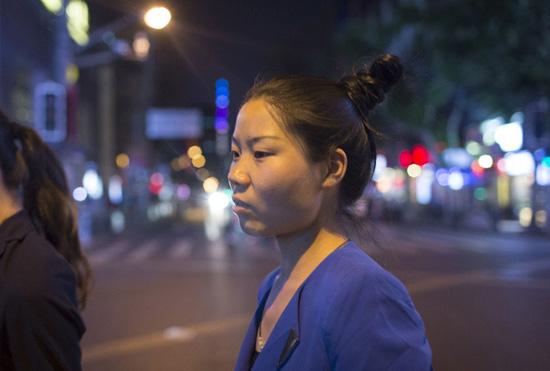 【两性】30岁沪漂剩女征婚惹争议:老公要有钱有势是处男