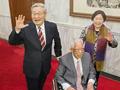 朱镕基现身神采飞扬 为恩师推轮椅站台