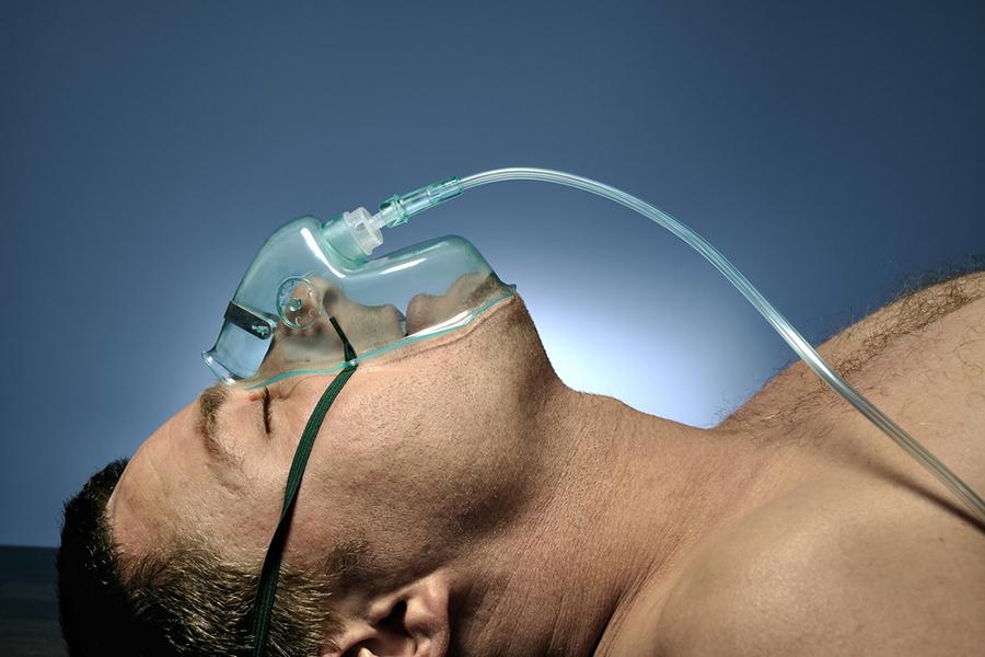 目前尚无针对MERS特异性抗病毒药物和有效的治疗方法。主要是在对患者进行对症治疗的基础上,防治并发症,并进行有效的器官功能支持,实施有效的呼吸支持(包括氧疗、无创/有创机械通气)、循环支持和肾脏支持等。
