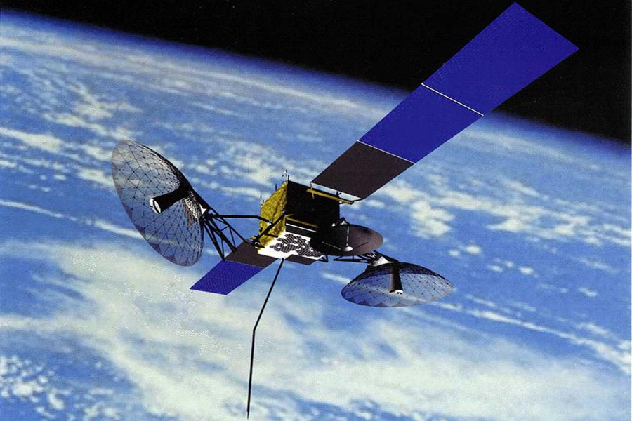 在塑料里掺入百分之一的石墨烯,就能使塑料具备良好的导电性;加入千分之一的石墨烯,能使塑料的抗热性能提高30摄氏度。在此基础上可以研制出薄、轻、拉伸性好和超强韧新型材料,用于制造汽车、飞机和卫星。