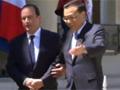 实拍法国总统奥朗德挽臂迎接李克强
