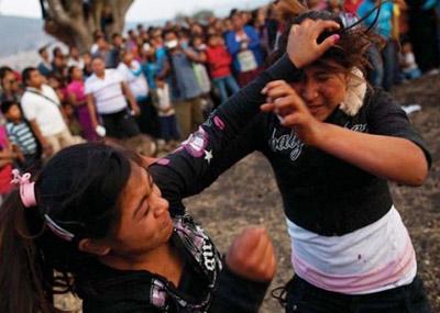 墨西哥女性互殴流血求雨