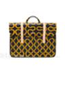 剑桥包携手Vivienne Westwood推出新款包包