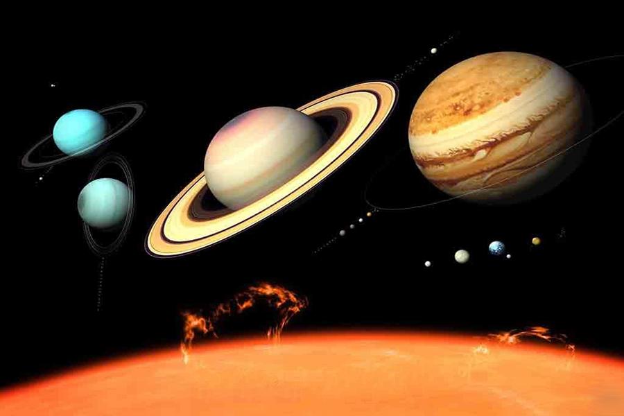 """对冥王星来说,前两条不是问题,第三条才是其最大的命门,虽然目前确定冥王星有五个卫星,但仍然无法清除它轨道附近的其他""""小行星""""。天文学家们估计柯伊伯带中至少有70000个冰封天体,与冥王星成分相同,并且直径在100公里或以上。"""