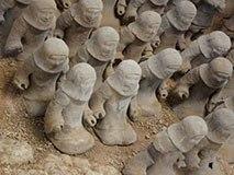 徐州汉墓出土上千神秘小人头