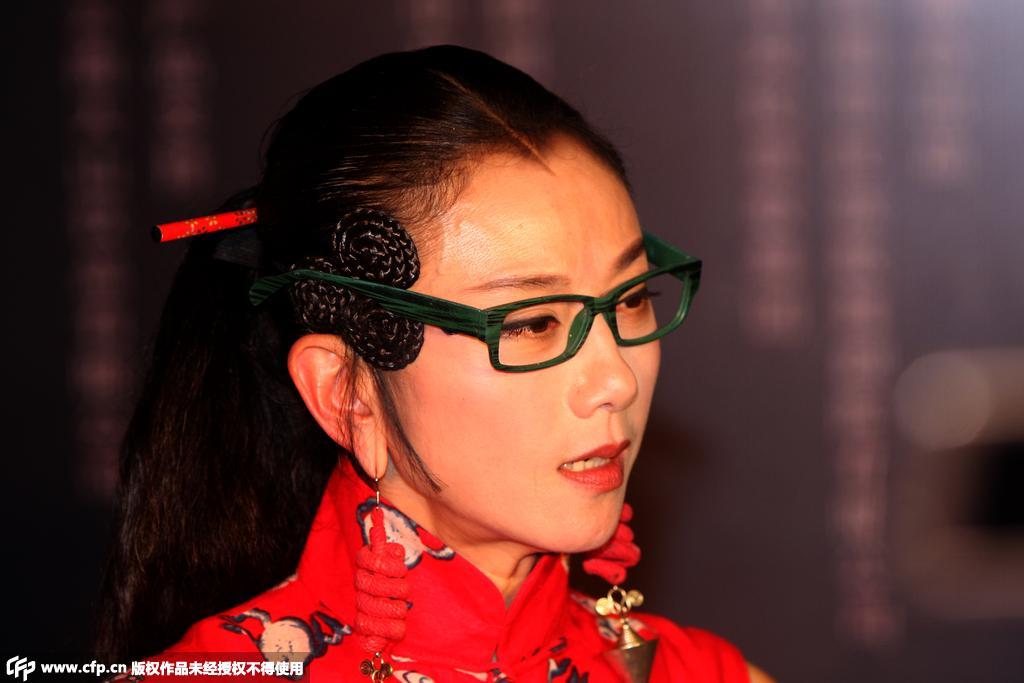 杨丽萍近照曝光 穿龙纹裙造型抢镜(图)