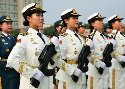 抗战阅兵女兵的日常训练画面