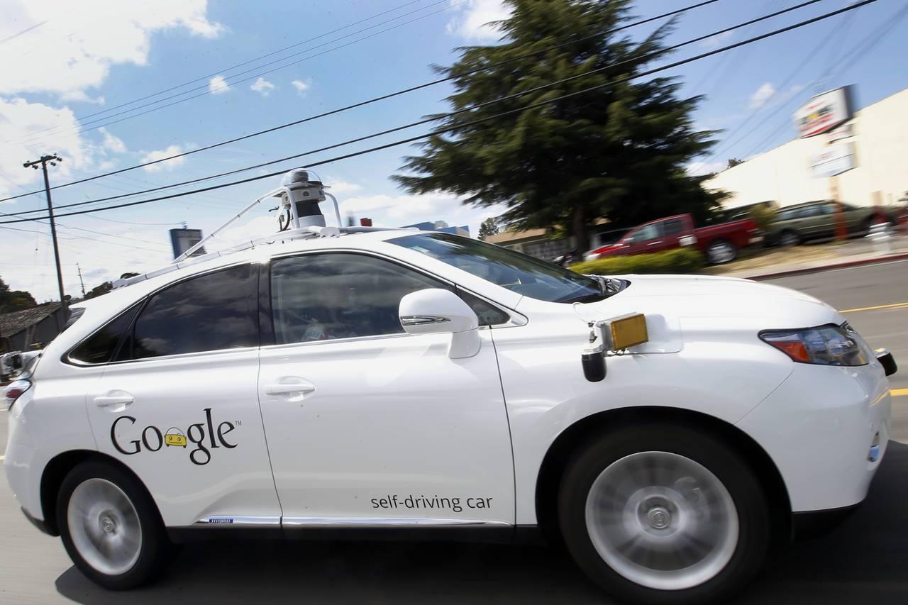 谷歌教无人驾驶汽车 学坏 抄近路 跨双黄线高清图片