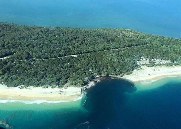 澳大利亞彩虹沙灘突現巨坑 200位露營民眾所幸無人失蹤或受傷