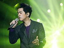 李健谈学生时代:因唱歌受排挤