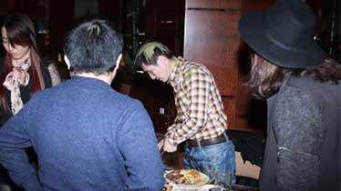 黄圣依方不满被黑 约记者吃饭狂施暴
