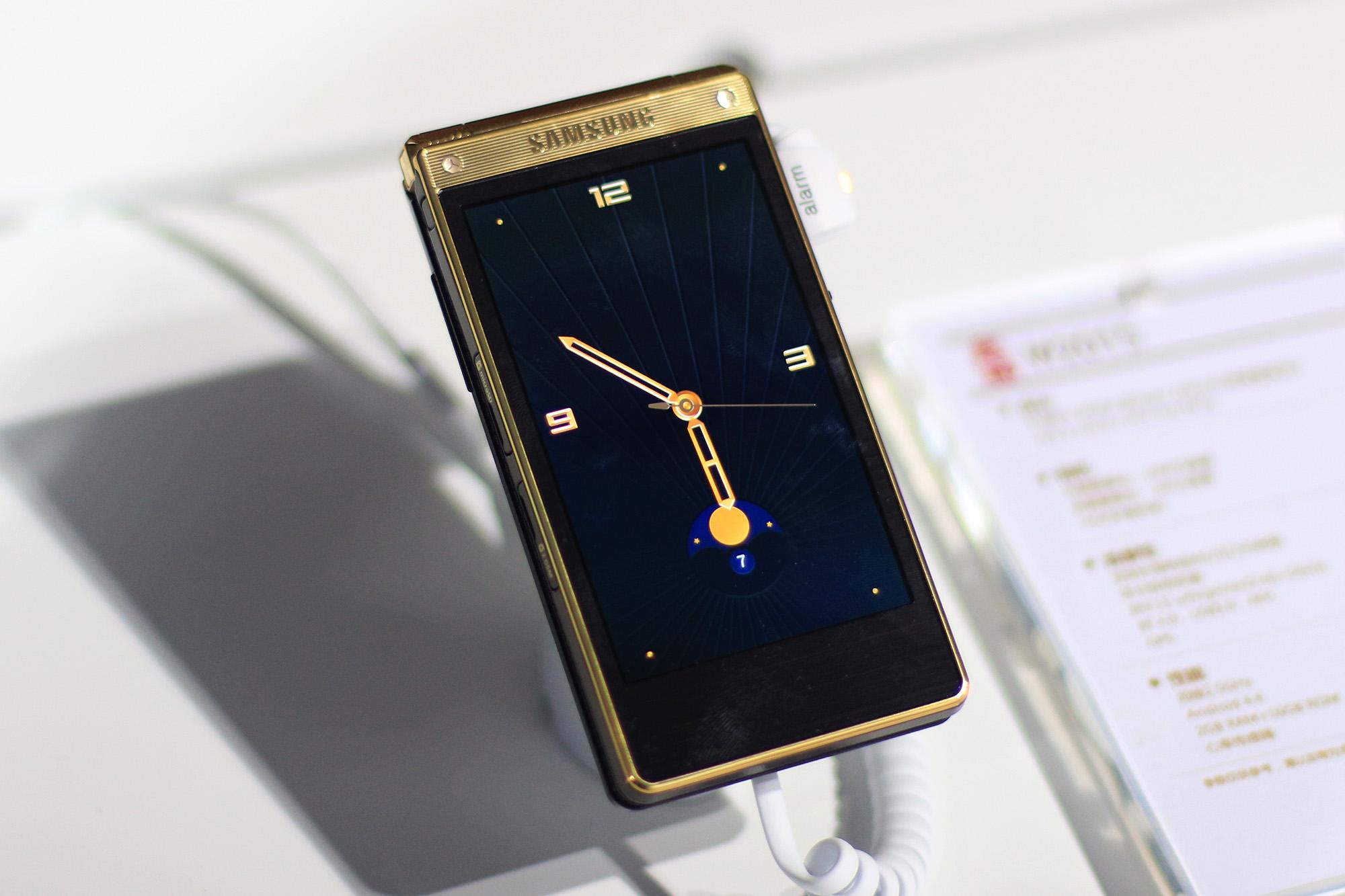 内敛时尚新气质:三星W2016高端翻盖手机体验评测