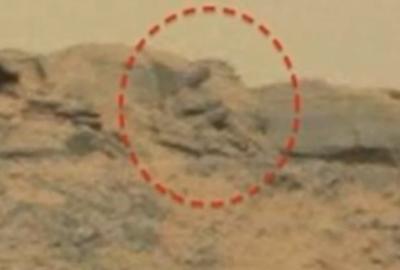 """实拍火星巨大""""佛像"""" 脸诡异向右看"""