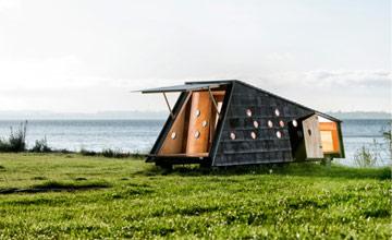 海边神秘黑色小木屋 竟有这么多种作用