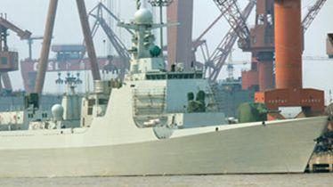 中国打破惯例 实拍大连造船厂首建052D神盾舰