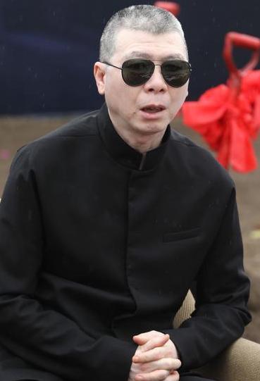 [明星爆料]冯小刚跟父亲关系陌生 不觉得《跑男》有意思