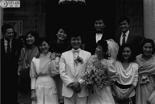 【爆料】邝佐辉二婚娶小19岁娇妻 结婚半年后患病