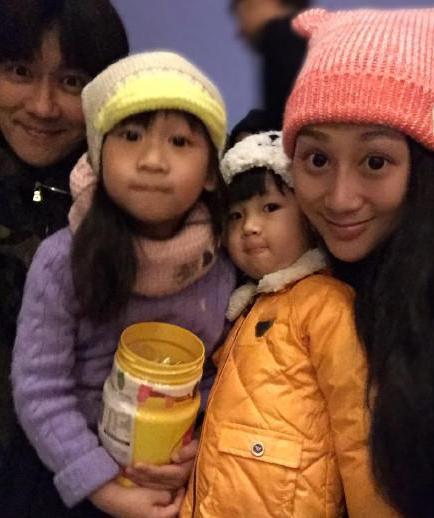 [明星爆料]陈浩民妻子晒全家福 疑宣布第4胎为双胞胎(图)