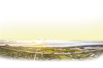 海南环岛高铁俯瞰图.资料图片-山海同程一站一景 人民日报为海南环