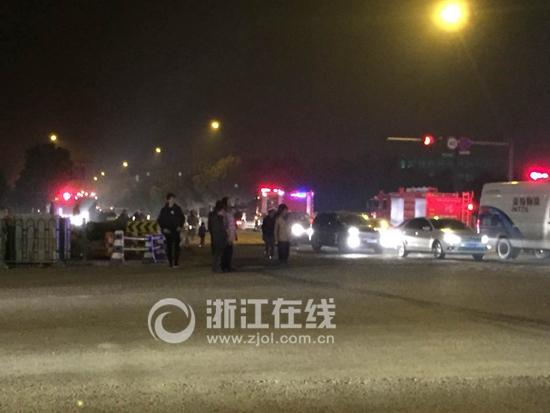 杭州一工厂起火爆炸暂无伤亡(图)_凤凰资讯