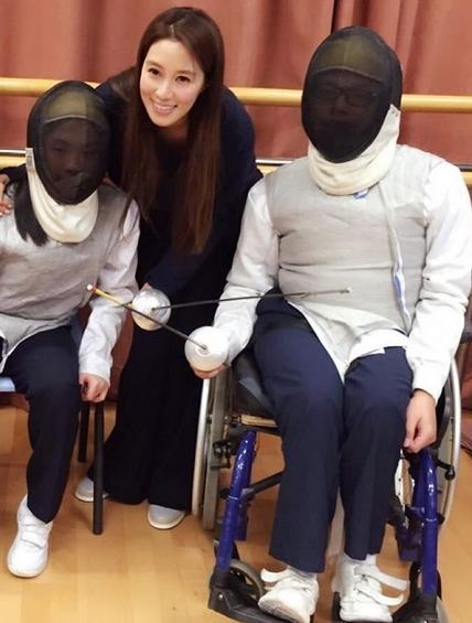 [明星爆料]徐子淇探望伤残运动员:他们才是真正的斗士