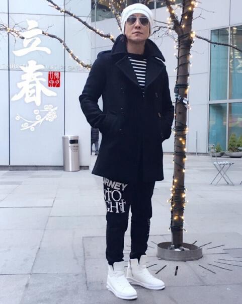 [明星爆料]哈文晒李咏近照 一身潮装晒气逼人