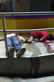 黑帮枪战 半岁男婴与父母街头丧命