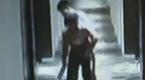 骇人监控:女子遭3男拖进酒店 粗暴自残跳楼