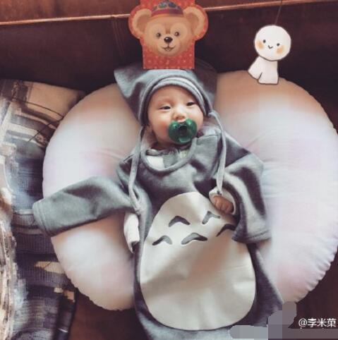 """[明星爆料]欧弟爱女变身""""小龙猫"""" 圆圆的脸蛋乖巧可爱"""