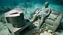 欧洲首座海底雕塑馆 人影绰绰犹如鬼魅