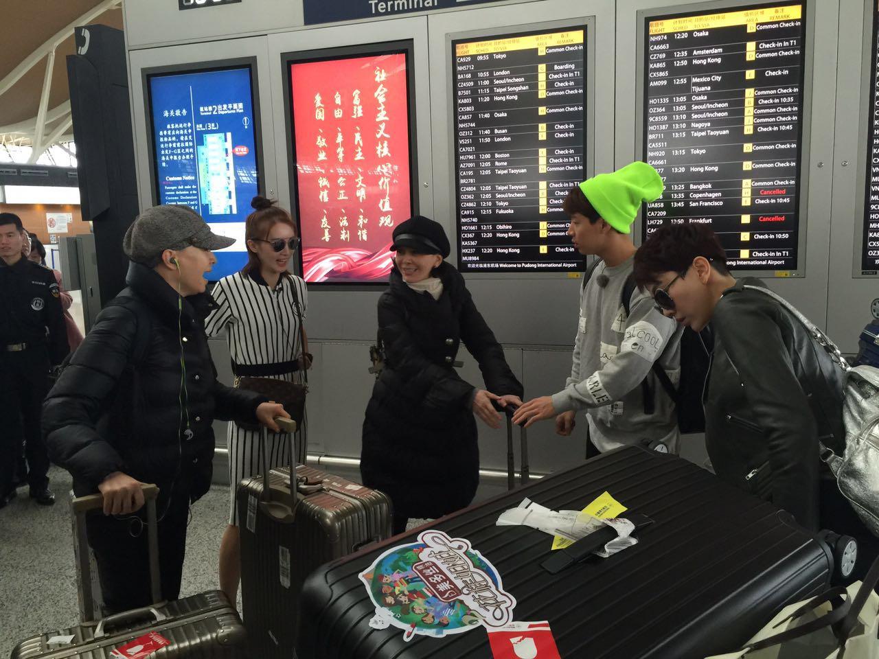 [明星爆料]55岁宋丹丹与46岁王琳拖行李现身机场 姐妹飞赴墨西哥