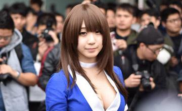 日本一位女孩子在台湾参加漫展引发骚动
